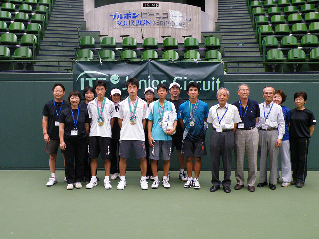 http://hyogo-tennis-as.com/boy2.jpg